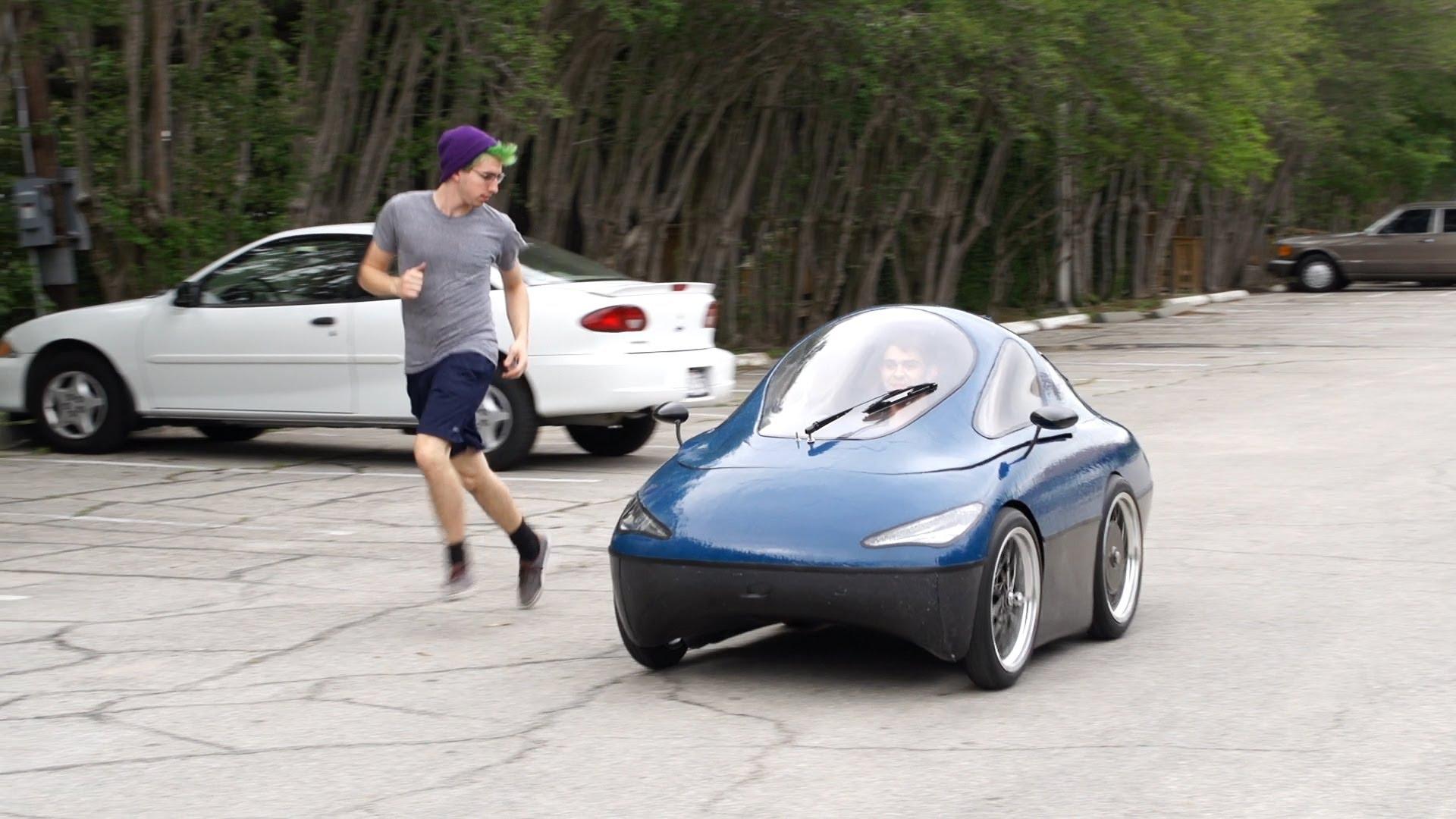 طلبة من جامعة رايس الامريكية يصنعون الصفر سيارة تعمل على الطاقة الشمسية