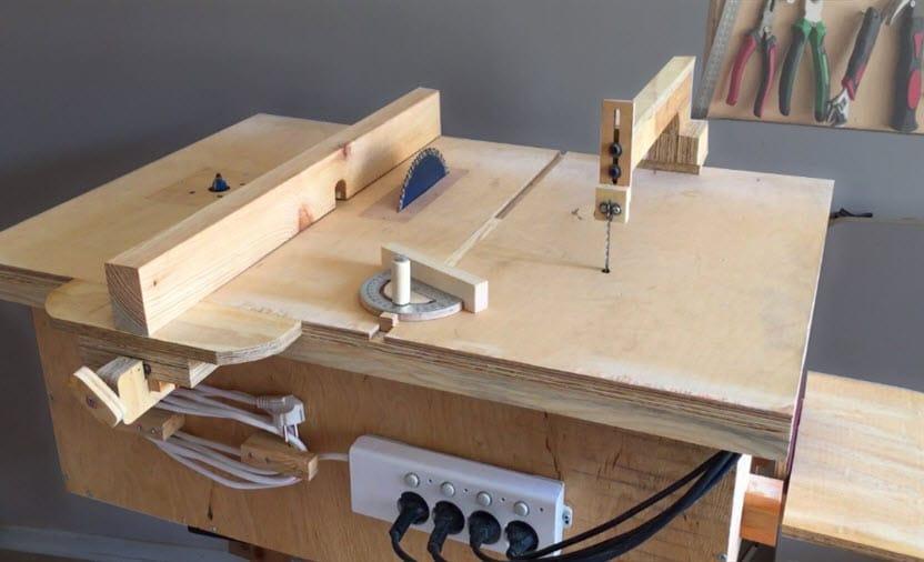 اربعة الات نجارة في طاولة عمل واحدة محلية الصنع